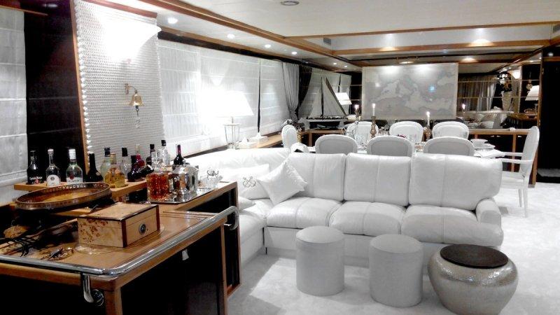 Яхта «VALIA»